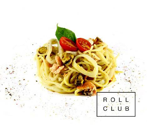 Паста спагетти с морепродуктами в сливочном соусе