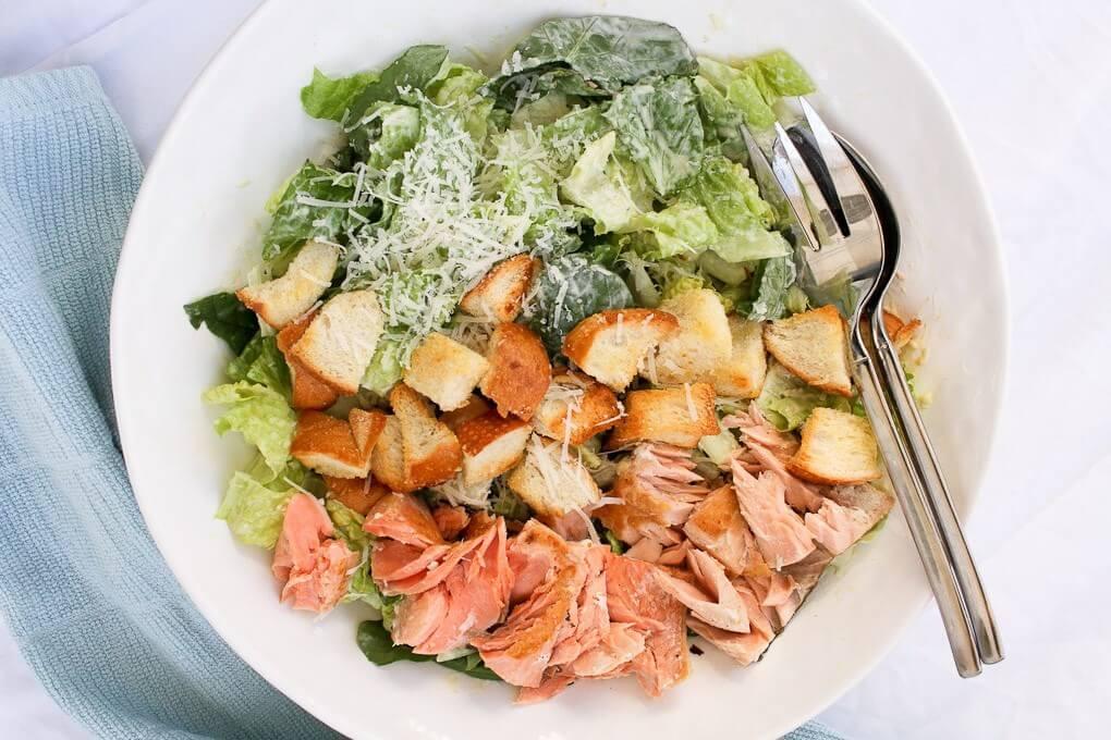 как приготовить салат цезарь с лососем