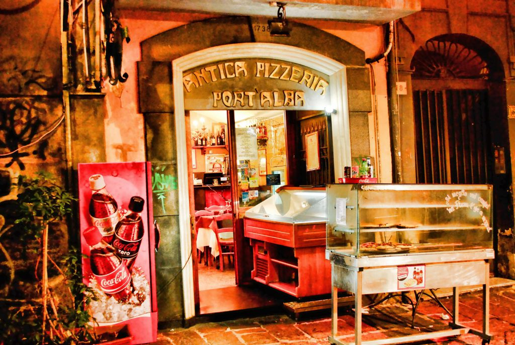 Старейшая пиццерия в мире — Antica Pizzeria Port'Alba